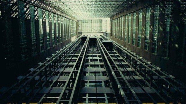 Image result for В 12-этажном доме есть лифт. На первом этаже живет всего 2 людей