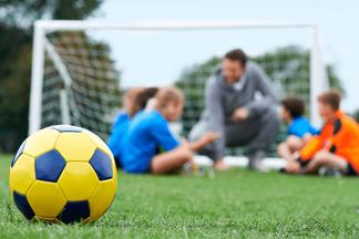 В FIRST FOOTBALL SCHOOL акция: приводи на занятия друга и получи скидку 20% на свой абонемент