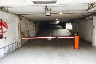 Продается капитальный гараж(21,4м) в многоэтажном гаражном комплексе по ул.Фронтовых бригад, 12 на 4 этаже.