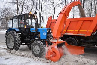 Продолжается работа по уборке улично-дорожной сети Орджоникидзевского района
