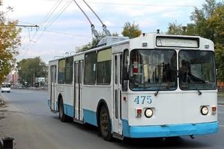 На Уралмаше пассажирке троллейбуса сломали нос