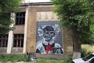 Кто закрасил работу «Карт-бланша» с пионерами и пропагандирует «правильные граффити» в Екатеринбурге