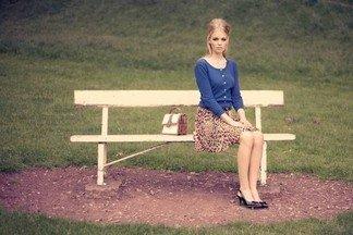 Сидит человек, а вы не можете сесть на его место, даже если он встанет и уйдет. Где он сидит?