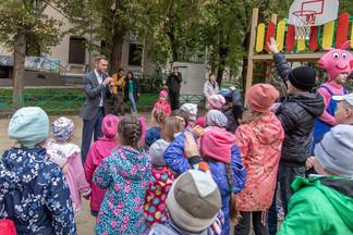 Депутат Алексей Вихарев организовал праздник для жителей отремонтированного двора на улице Баумана