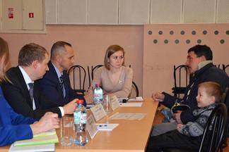 Роман Кравченко провел выездной прием граждан в поселке Садовом