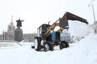 Вышла только половина техники: экс-квартальный Уралмаша обвинил коммунальщиков в саботаже уборки снега