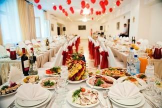 По-домашнему уютно, по-ресторанному торжественно: СЛАВЯНСКИЙ БАЗАР приглашает на банкет