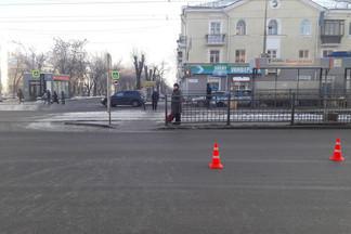 Десятилетняя девочка угодила под машину на улице Бакинских комиссаров