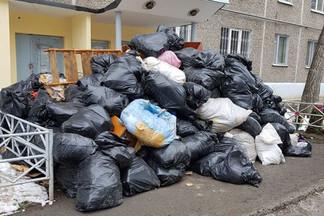 Жители дома на Уралмаше 5 месяцев сидели без газа из-за заваленной мусором соседской квартиры