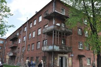 В мэрии объяснили задержку со сносом общежития на Стахановской, которое расселили еще в 2018 году