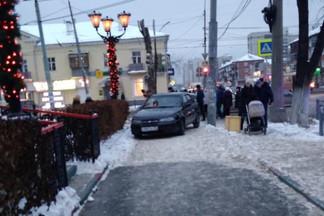 Семья женщины, которая оказалась в больнице из-за ДТП на Уралмаше, ищет свидетелей аварии