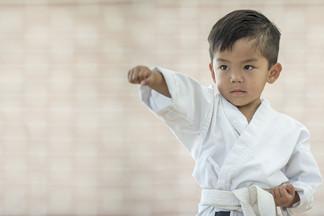 Спортивная школа РЕКОРД: польза занятий каратэ для ребенка