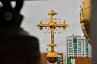 Верующие проехали крестным ходом от Эльмаша до Химмаша, чтобы молитвой победить «смертоносную заразу»