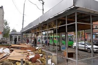 В Орджоникидзевском районе ведется добровольный демонтаж незаконных торговых точек