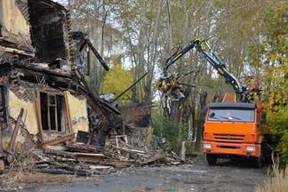 В Орджоникидзевском начались работы по сносу аварийного дома