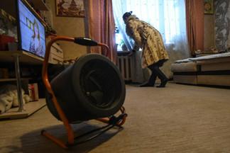 Десятки многоэтажек замерзли: жители Уралмаша остались без отопления и горячей воды