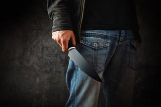 На Уралмаше грабитель напал на женщину и отрезал ей два пальца