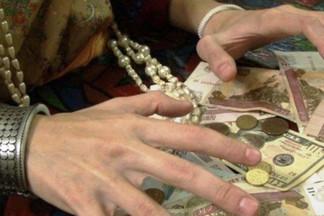 Пенсионерка увидела рекламу целительницы и перевела ей 923 тысячи рублей