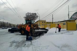 Службы благоустройства Орджоникидзевского района наращивают темпы уборки снега