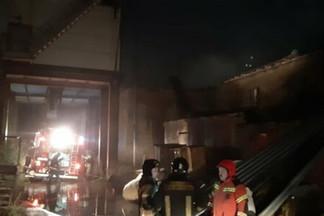 В Екатеринбурге ночью тушили пожар в цехе Уральского дизель-моторного завода