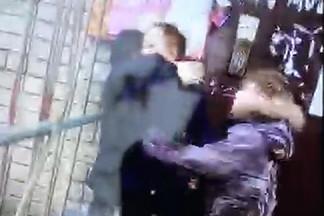 На Эльмаше четвероклашки толпой избили одноклассника и сняли всё на видео