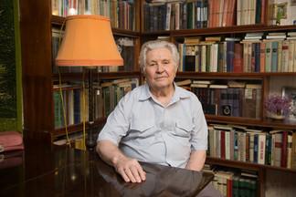 Изобретатель СССР, который стоял в очереди за бесплатной едой, воюет с депутатами за звание ветерана