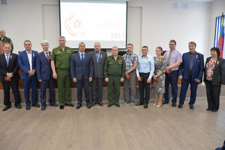 Министерство обороны наградило лучших сотрудников оборонных предприятий Орджоникидзевского района