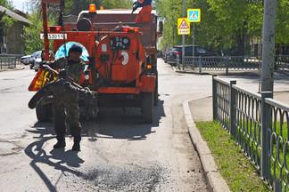 Уборка Орджоникидзевского района ведется круглые сутки: начат ремонт дорожного полотна