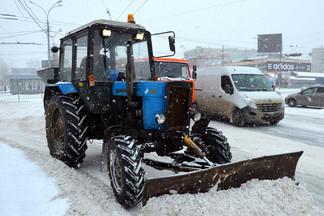 Продолжается уборка улиц Орджоникидзевского района
