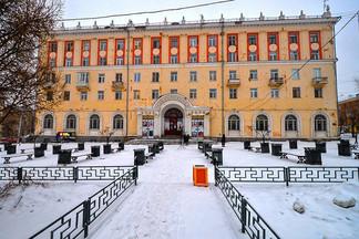 Предложили открыть там салон красоты: помещение кинотеатра «Заря» на Уралмаше выставили на продажу