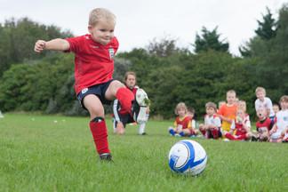 Английская школа FIRST FOOTBALL SCHOOL: Футбол в 3 года, рано или нет?