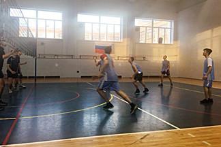 Завершились соревнования первенства по волейболу Орджоникидзевского района среди юношей