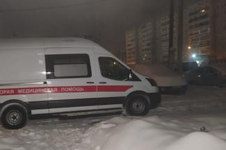 «Ожоги сильные»: на Уралмаше мужчина упал в затопленный горячей водой подвал подъезда
