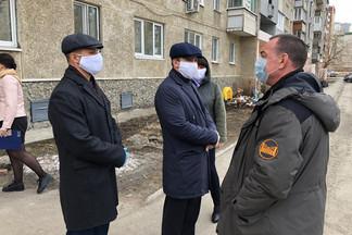 Цель – проверка работ по дезинфекции жилых домов: Роман Кравченко провел плановый объезд территории