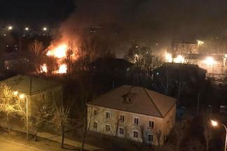 Полиция поймала подозреваемого в поджогах бараков на Омской и на Эльмаше. Кто он и зачем это делал