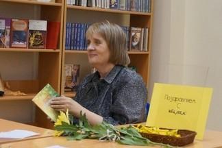 Елена Захарова: «Мало  быть только поэтом»