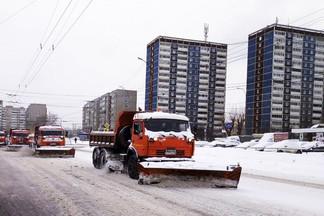 Все силы брошены на уборку улиц Орджоникидзевского: за сутки вывезено 1840 тонн снега