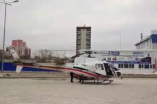 На площадке у магазина на проспекте Космонавтов посадили вертолет