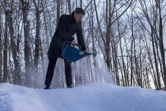 Алексей Вихарев помог построить горку для детей Орджоникидзевского района