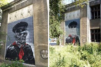 Продержались сутки: граффити со скелетами-пионерами на заброшенной школе Уралмаша закрасили