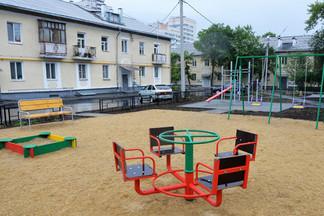 Проведена проверка реконструируемых дворов: работы на двух площадках уже близятся к завершению