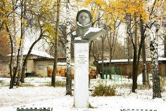 40 лет назад на Эльмаше появился памятник Юрию Гагарину - единственный памятник первому космонавту в Екатеринбурге