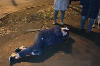 Вел себя как Васильев: на Уралмаше сняли на видео водителя, который сбил девушку