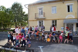 Во дворе на Калинина и Бакинских Комиссаров состоялся праздник, посвященный завершению его реконструкции