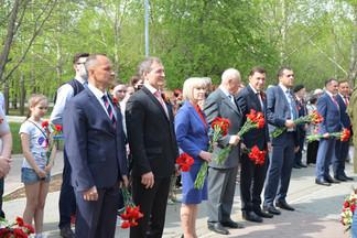 В Орджоникидзевском у мемориала труженикам тыла и детям войны прошла церемония возложения цветов