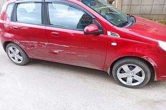 На Уралмаше разыскивают водителя, который разбил четыре припаркованные машины и попал на видео