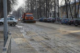 ДЭУ Орджоникидзевского района приступил к ликвидации последствий коммунальной аварии на Бабушкина