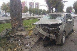 В аварии на проспекте Космонавтов погибла пассажирка автомобиля