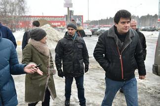 «Увольнений не будет, людей надо беречь»: Высокинский объехал полгорода, в котором не убирают снег