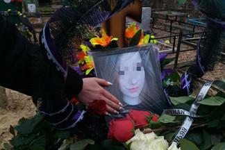 «Любила математику, болела за футбольный клуб»: девушку, умершую после драки на Уралмаше, похоронили